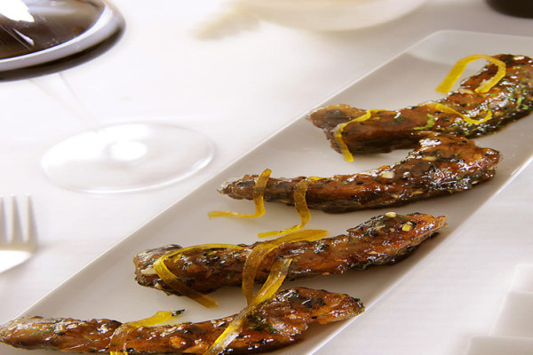 meetha-achaar-canadian-spare-ribs-sun-dried-mango-toasted-kalonji-seeds-1050x492